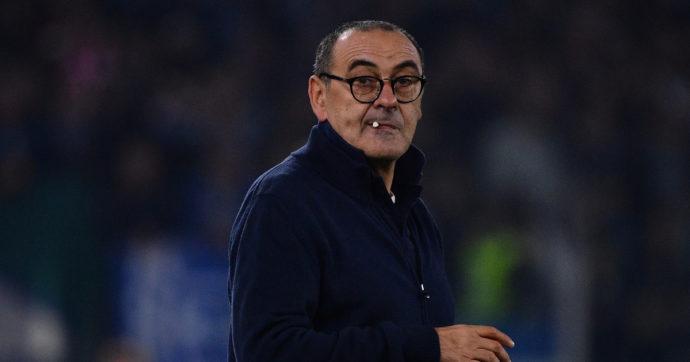 """Maurizio Sarri è il nuovo allenatore della Lazio. Il club dà l'annuncio sui social con una sigaretta: """"Chi ha da accendere?"""""""