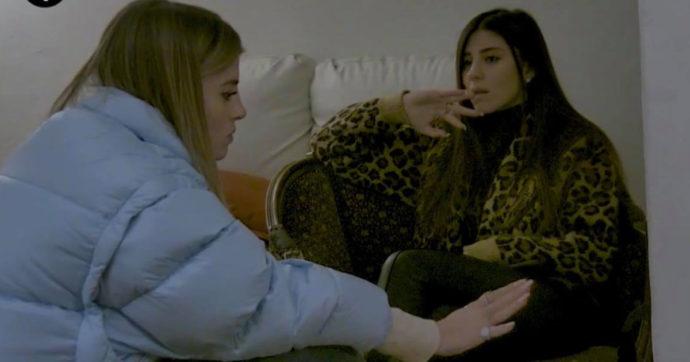 """Le sorelle Nasti senza cellulare per ore: """"Ci stiamo esaurendo! Mi sto sentendo male. Come facciamo?"""". Ma è tutto uno scherzo de Le Iene"""