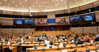 """Vaccini, il Parlamento europeo chiede la liberalizzazione dei brevetti. Studio: """"Bastano pochi mesi per convertire uno stabilimento"""""""