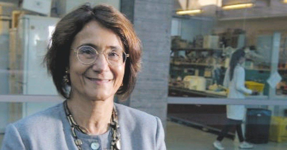 """Astrazeneca, la biologa Valeria Poli: """"Casi di trombosi nei giovani sono correlati. Eticamente non giustificabile esporli a rischi"""""""
