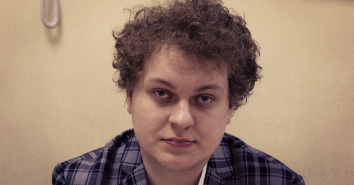 L'arresto in diretta del rapper Yury Khovansky: in Russia rischi il carcere persino se canti