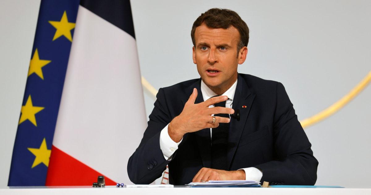 Lo schiaffo a Macron è uno schiaffo alla democrazia: i media lo capiscono, il presidente no