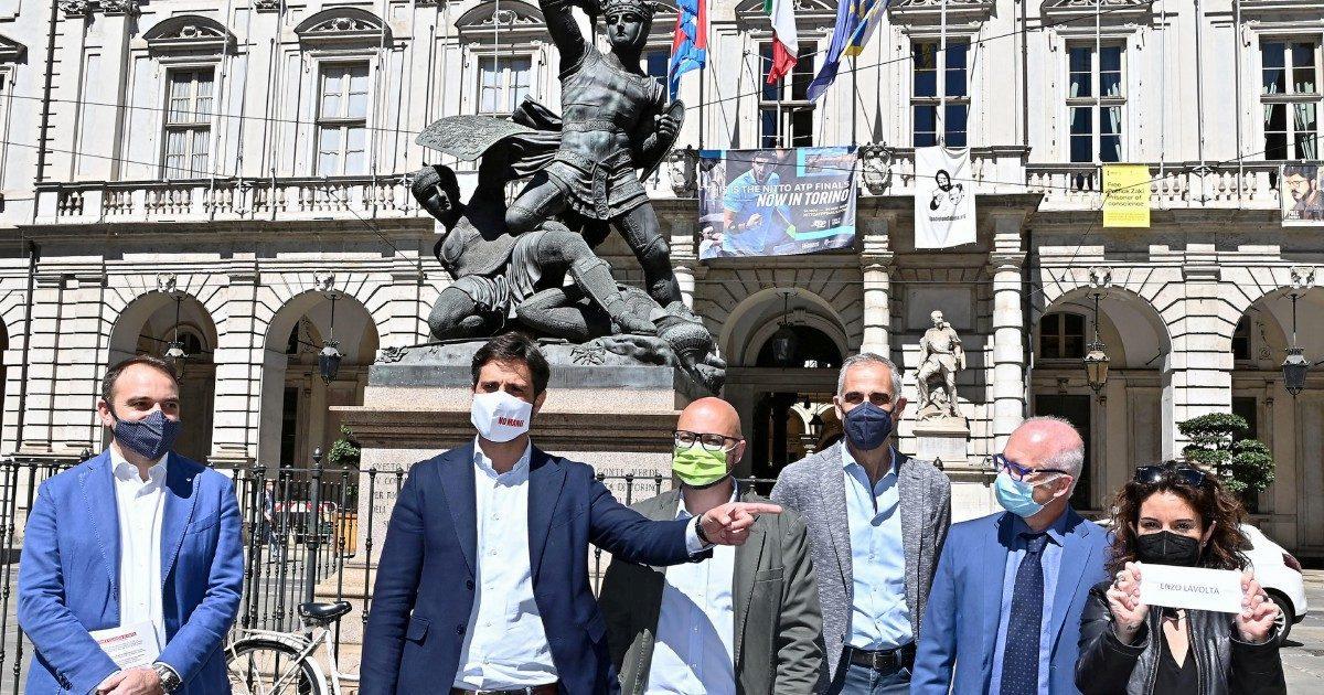 Torino, il Pd ai gazebo Pochi iscritti: il rischio è che perdano tutti