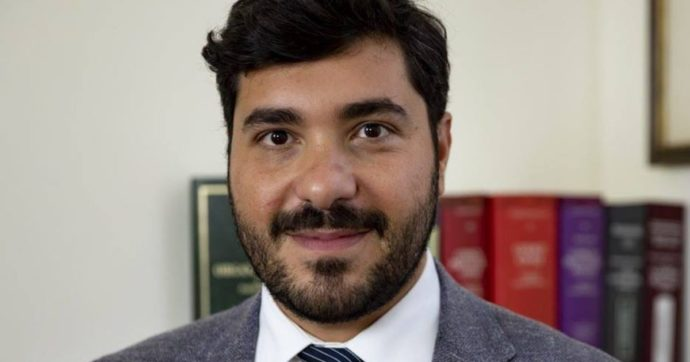"""Sicilia, il deputato M5s Davide Aiello: """"Io aggredito in piazza dopo aver denunciato voto di scambio"""". La solidarietà di Conte"""