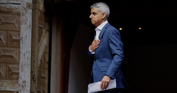 """Londra, il sindaco Khan chiede al Governo 367mila dosi extra di Pfizer e Moderna. """"Popolazione giovane, servono più scorte"""""""