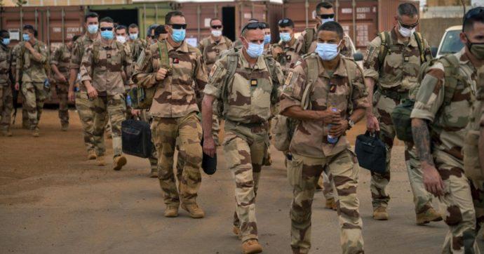 """Africa, fine della missione francese nel Sahel. """"Costi umani e finanziari enormi. Ora i jihadisti si sono riorganizzati"""""""
