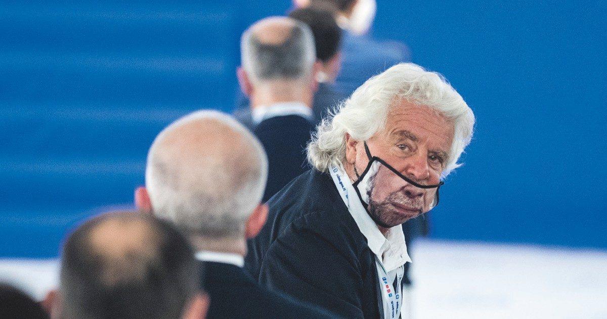 """Grillo attacca """"la parata ideologica"""" della Nato"""