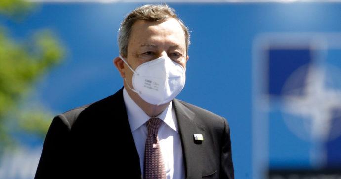 Green pass, Draghi firma il Dpcm con le modalità di rilascio: i primi certificati già nei prossimi giorni. Versione cartacea in farmacia