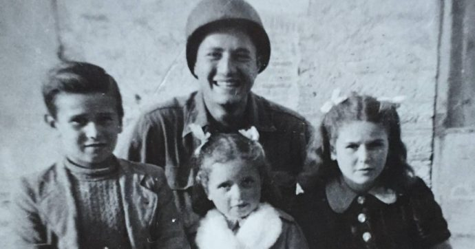 La storia del soldato Adler e l'appello per ritrovare i protagonisti delle foto inedite che scattò durante la Seconda Guerra Mondiale