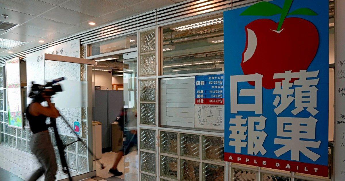 Tutti sovversivi: retata all'Apple Daily, giornale anti-Pechino
