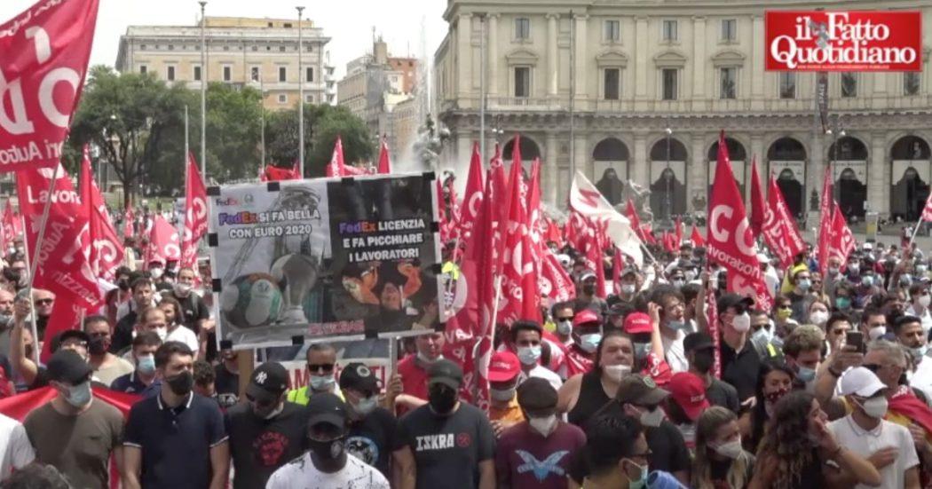 """Roma, in piazza i lavoratori della logistica nel nome di Adil: """"Siamo sfruttati e trattati come schiavi"""". Cori contro il governo Draghi"""