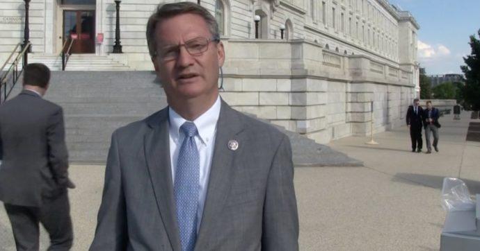 """""""Gli Ufo non li ha mandati Putin, vengono davvero da un'altra galassia"""": così il deputato del Congresso Usa Tim Burchett"""