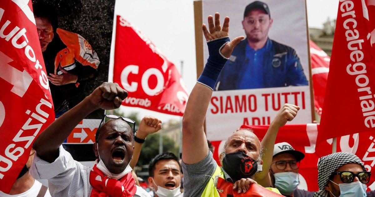 I Si Cobas in piazza a Roma dopo la morte del loro delegato