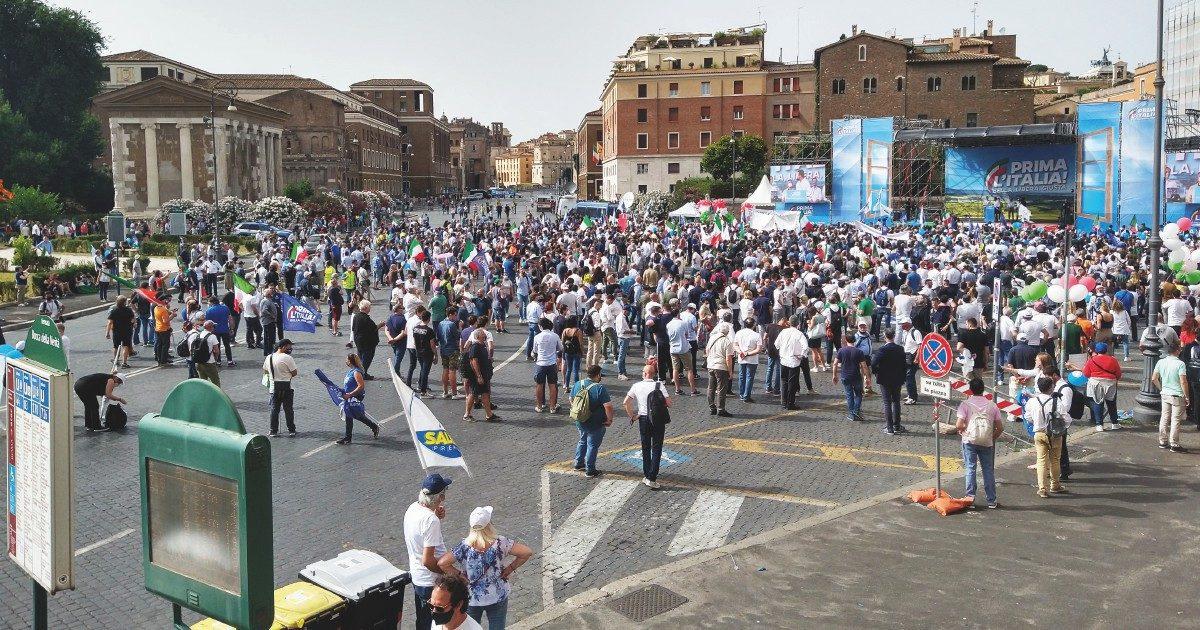 Salvini fa flop in piazza e se la prende con le toghe