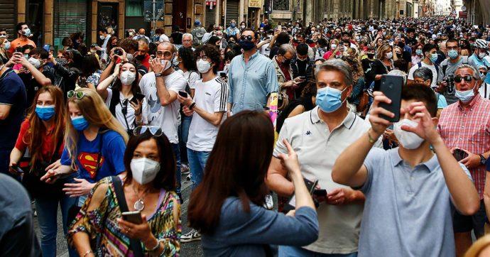 """Stop all'obbligo della mascherina all'aperto, oggi il parere del Cts. Pressing del Mise anche sulle discoteche: """"Presto valuteremo"""""""
