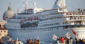 """Grandi navi, Venezia rischia di finire nella """"lista nera"""" dell'Unesco. Franceschini: """"Agire subito per impedire passaggio dalla Giudecca"""""""
