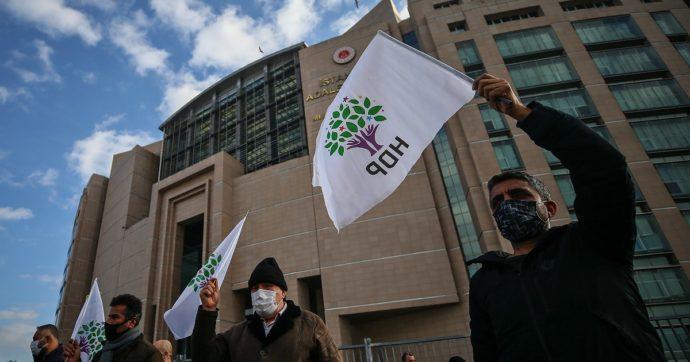 """Turchia, dalla Corte Costituzionale via libera a procedimento per messa al bando del partito filo-curdo Hdp. Procura: """"Legami col Pkk"""""""