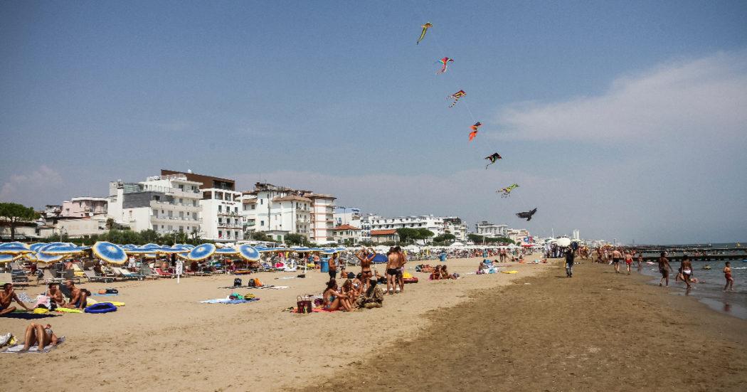 Stagionali in nero e sottopagati, ma il turismo è in salute: ad agosto tutto pieno, per luglio difficile trovare posto. Anche se molti hanno aumentato i prezzi