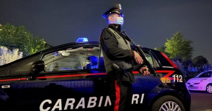Femminicidio a Torino, accoltella e uccide una donna in un bar e poi fugge: arrestato un 34enne. Si pensa a un corteggiamento respinto