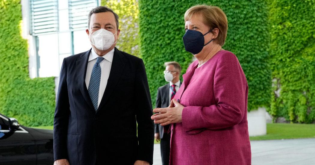 Migranti, accordo tra Draghi e Merkel: otto miliardi dall'Ue per il rinnovo degli accordi con la Turchia sul blocco della rotta balcanica