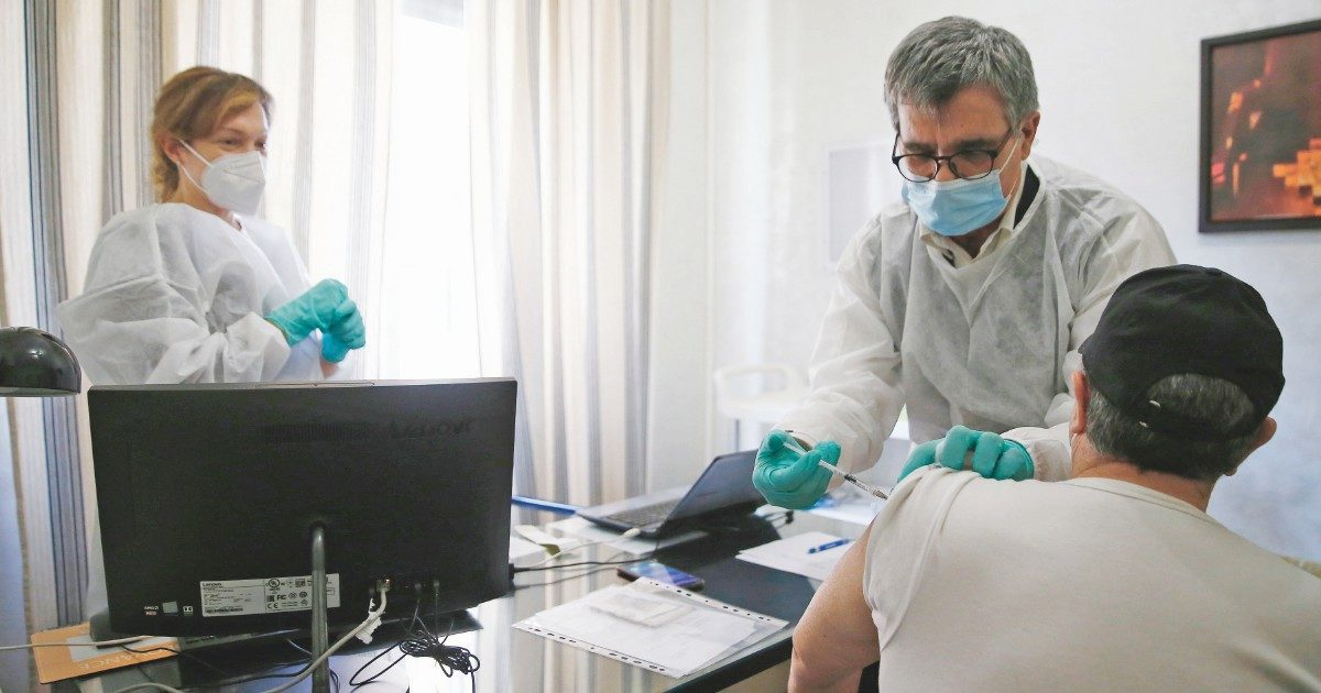 """Medici di base su richiami AZ: """"Non firmeremo i consensi"""""""