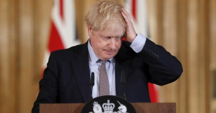 """Covid, il rapporto del parlamento: """"Regno Unito entrò tardi in lockdown. Uno dei peggiori fallimenti della sanità"""""""