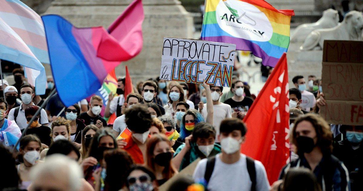 Il Vaticano fa l'eutanasia alla legge anti-omofobia