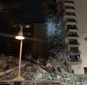 Miami, crolla palazzo di 12 piani: una vittima, 51 persone disperse. Ma si temono molti morti e feriti