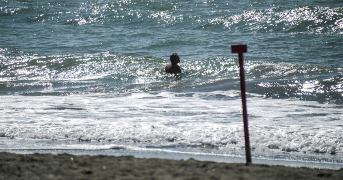 Sardegna, 60enne salva la figlia e due amiche in mare. Poi muore per un arresto cardiaco