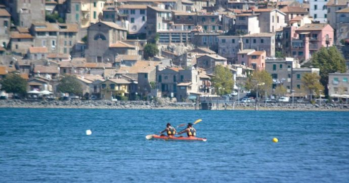 Turista olandese di 22 anni si immerge nel lago di Bracciano e scompare: ricerche in corso