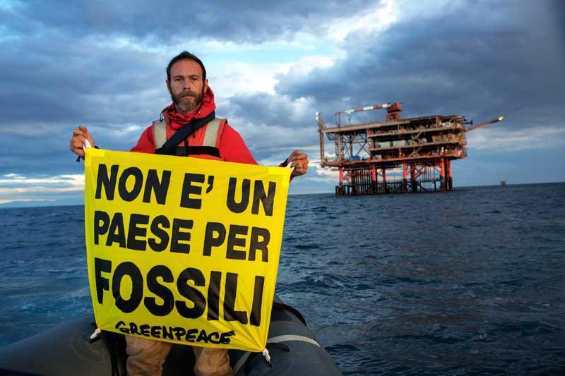 Trivellazioni nel mare Adriatico, la finzione ecologica del ministro Cingolani