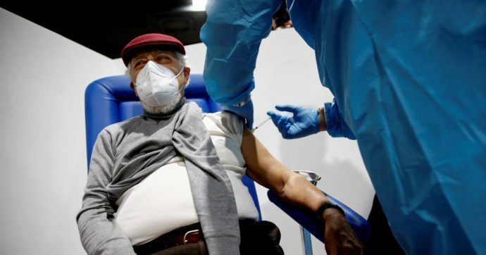Covid, la vaccinazione non è un dovere ma un diritto: basta col clima da caccia alle streghe
