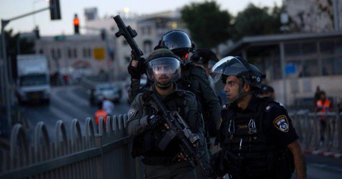 Israele, i suprematisti attaccano i palestinesi e la polizia resta a guardare