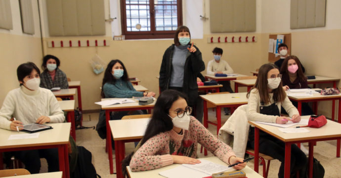 Scuola, nessun cambiamento in vista. A settembre ripresa con mascherine e distanziamento come a giugno