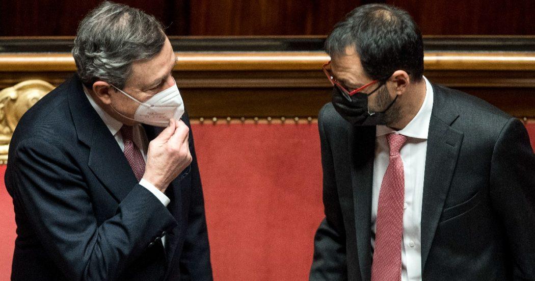 """Cashback, lo stop di Draghi spacca la maggioranza. Il ministro Patuanelli (M5s): """"Grave errore, si torni indietro"""". E il Pd: """"Va corretto, non eliminato"""""""