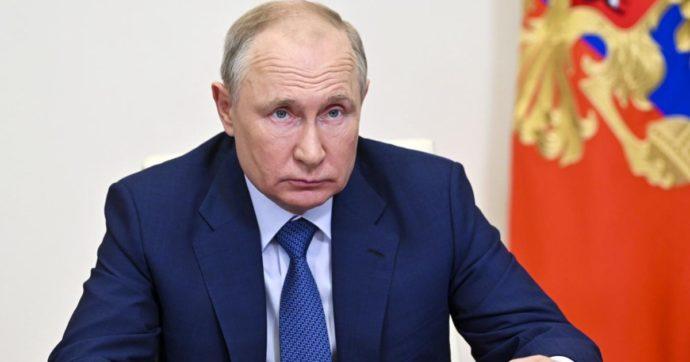 Russia, Vladimir Putin si è messo in autoisolamento: numerosi i casi di Covid nel suo entourage