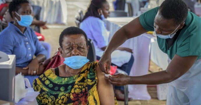 """Vaccini anti Covid, l'allarme dell'Oms: """"Carenza di dosi in Africa può causare nuove varianti. Grave ritardo nelle spedizioni"""""""