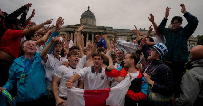 """Inghilterra-Ucraina, a Roma accesso alle """"fan zone"""" solo con attestato di fine quarantena"""
