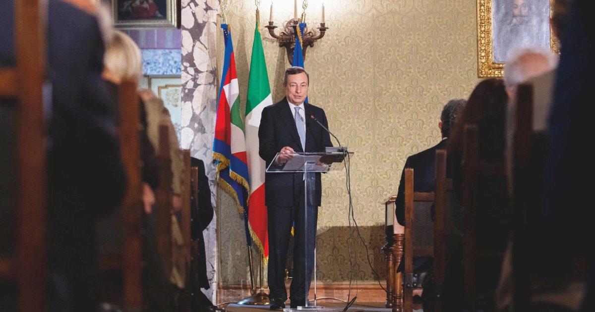 """Draghi teme il ritorno dei vincoli di bilancio: """"Il debito crescerà"""""""