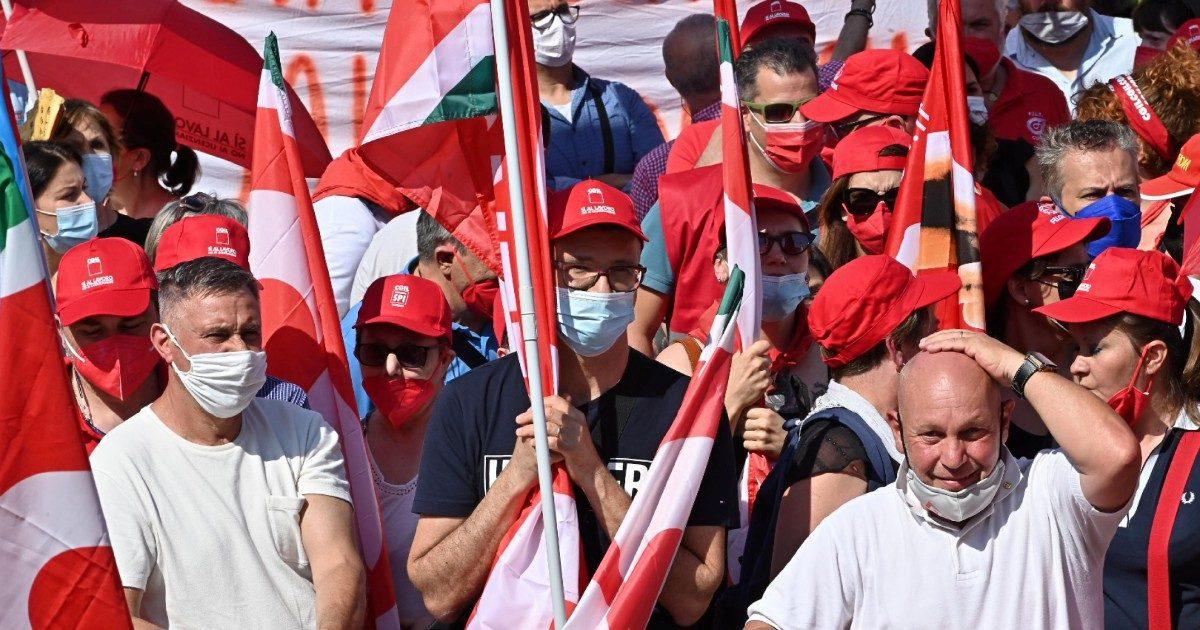 """L'Italia """"riparte"""" dai precari: crescono solo i """"contrattini"""""""
