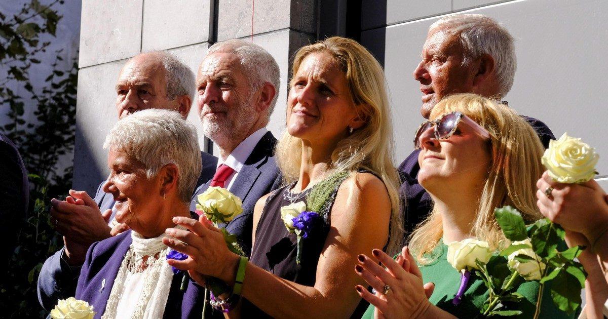 La sorella uccisa dall'ultrà Brexit, lei vince il seggio per il Labour