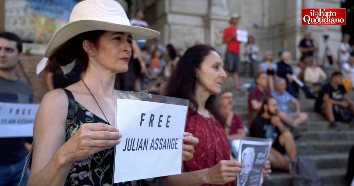 Roma, presidio per il 50esimo compleanno di Assange: 'Silenzio omertoso sul suo caso. Oggi qui per lui e per il nostro diritto a essere informati'