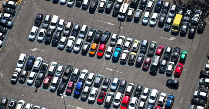 Prezzi pazzi per le auto a noleggio. In Sicilia e Sardegna tariffe raddoppiate rispetto all'anno scorso: 100 euro al giorno per una Panda