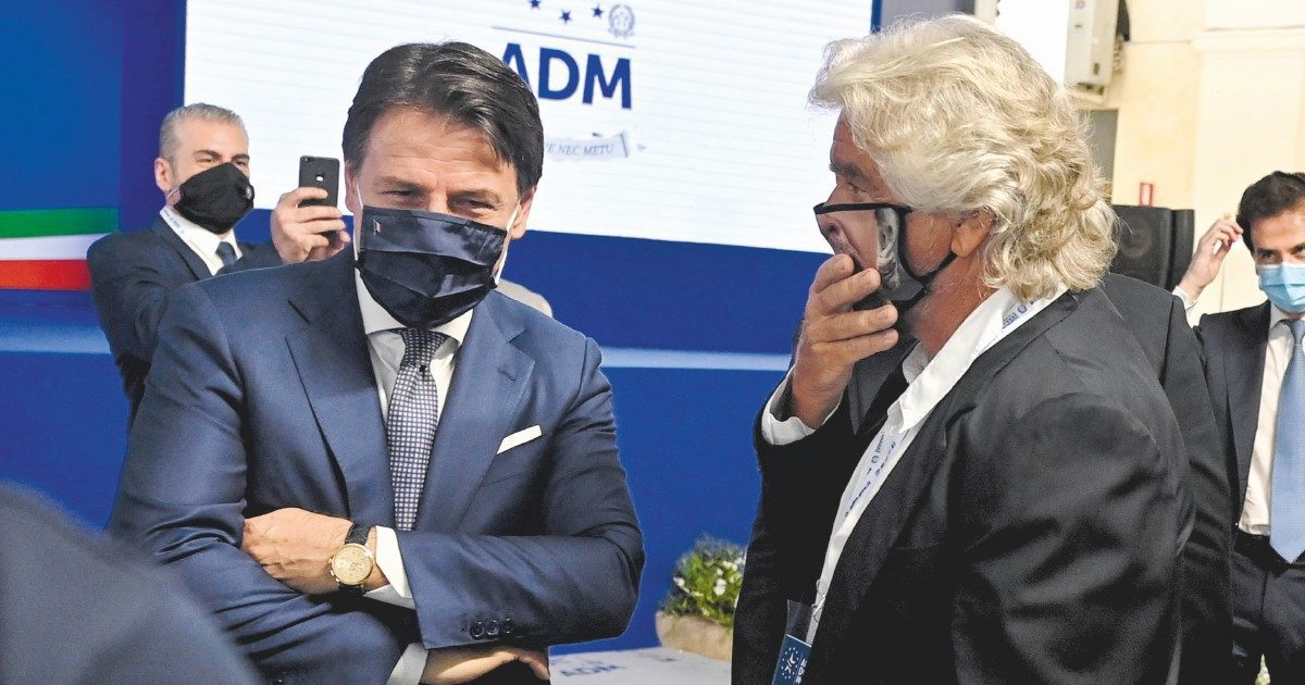 """""""Sminatori"""" 5S, restano 2  nodi: sfiducia al leader e ruolo politico di Grillo"""