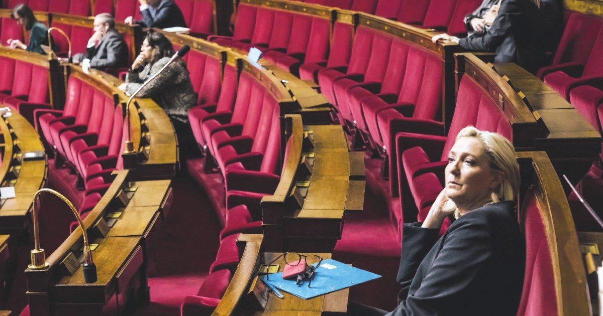 Le Pen non ritorna al Front, ma la sua destra si è stufata