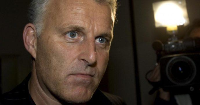 """Amsterdam, il giornalista Peter de Vries ferito a colpi di pistola: è grave. Era sulla """"lista nera"""" di un latitante"""