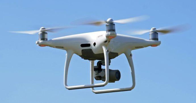 """Milano, fa volare il drone dal sagrato al Duomo: multa di 33mila euro per un turista messicano. L'avvocato: """"Non ci sono i cartelli"""""""