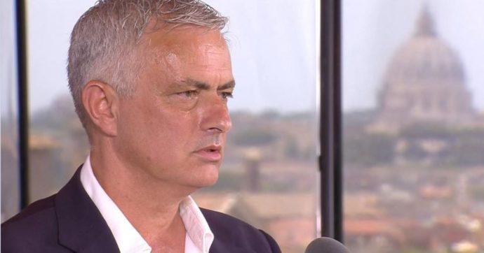 """Mourinho si presenta a Roma citando l'effigie della statua di Marco Aurelio. E punge l'Inter: """"Vincere è facile, ma devi pagare gli stipendi"""""""