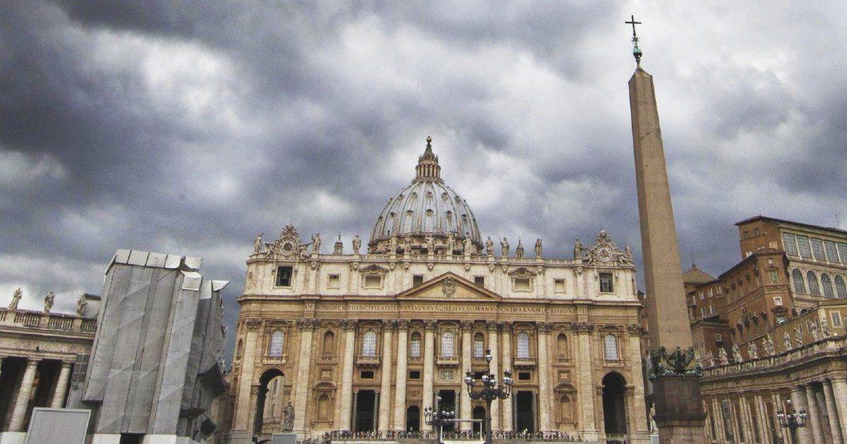 """Vaticano, le mani della """"cricca"""" sui fondi Asl. Quella """"nota"""" da 40 milioni per la coop Osa"""