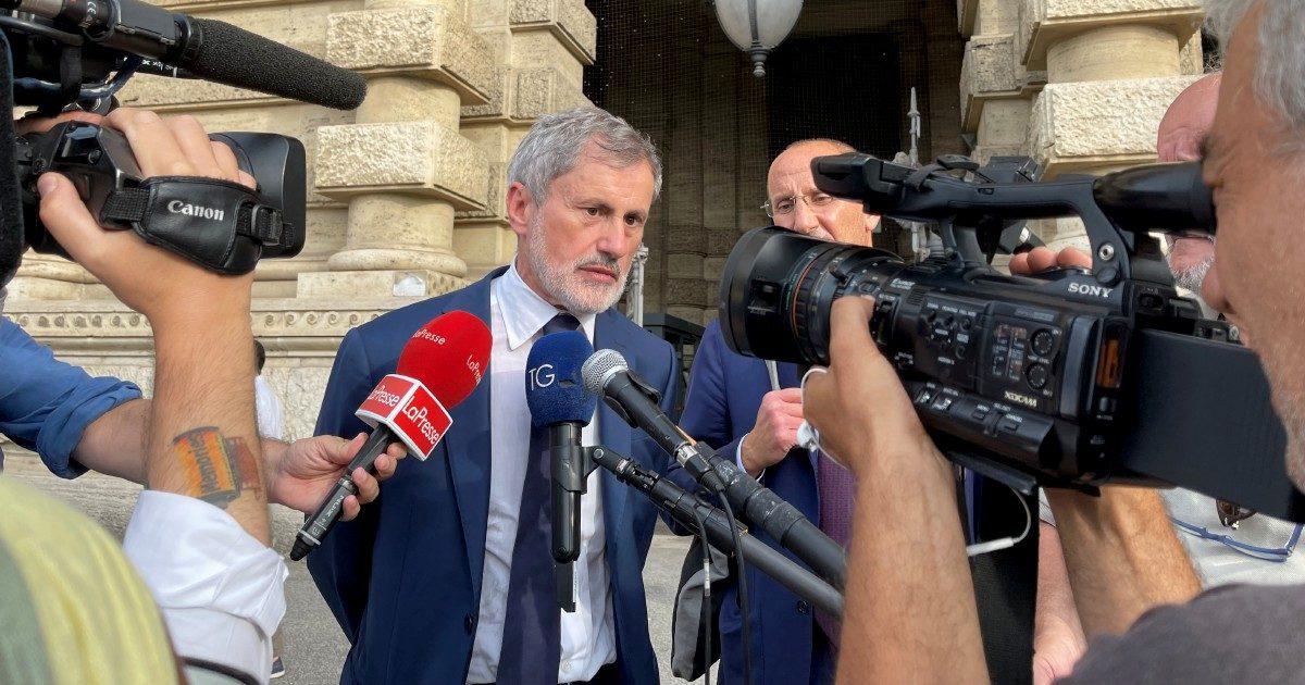 """Alemanno, Cassazione: """"Non fu corrotto"""". Ma da sindaco prese finanziamenti illeciti"""